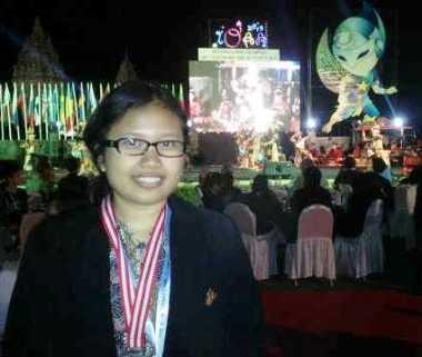 Hana Widiapsari Medali Perak SMA Negeri 8 JaKARTA
